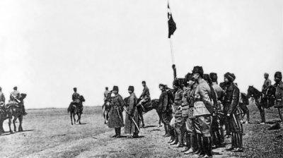 ataturk,-buyuk-taarruz-oncesi-ilgindaki-askeri-tatbikati-denetlerken-(1-nisan-1922)_.jpg