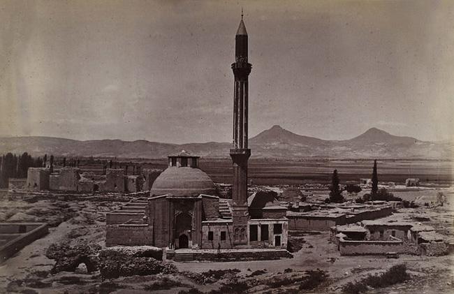 foto-1-(ince-minareli-medrese--minaresi-yikilmadan-once).jpg